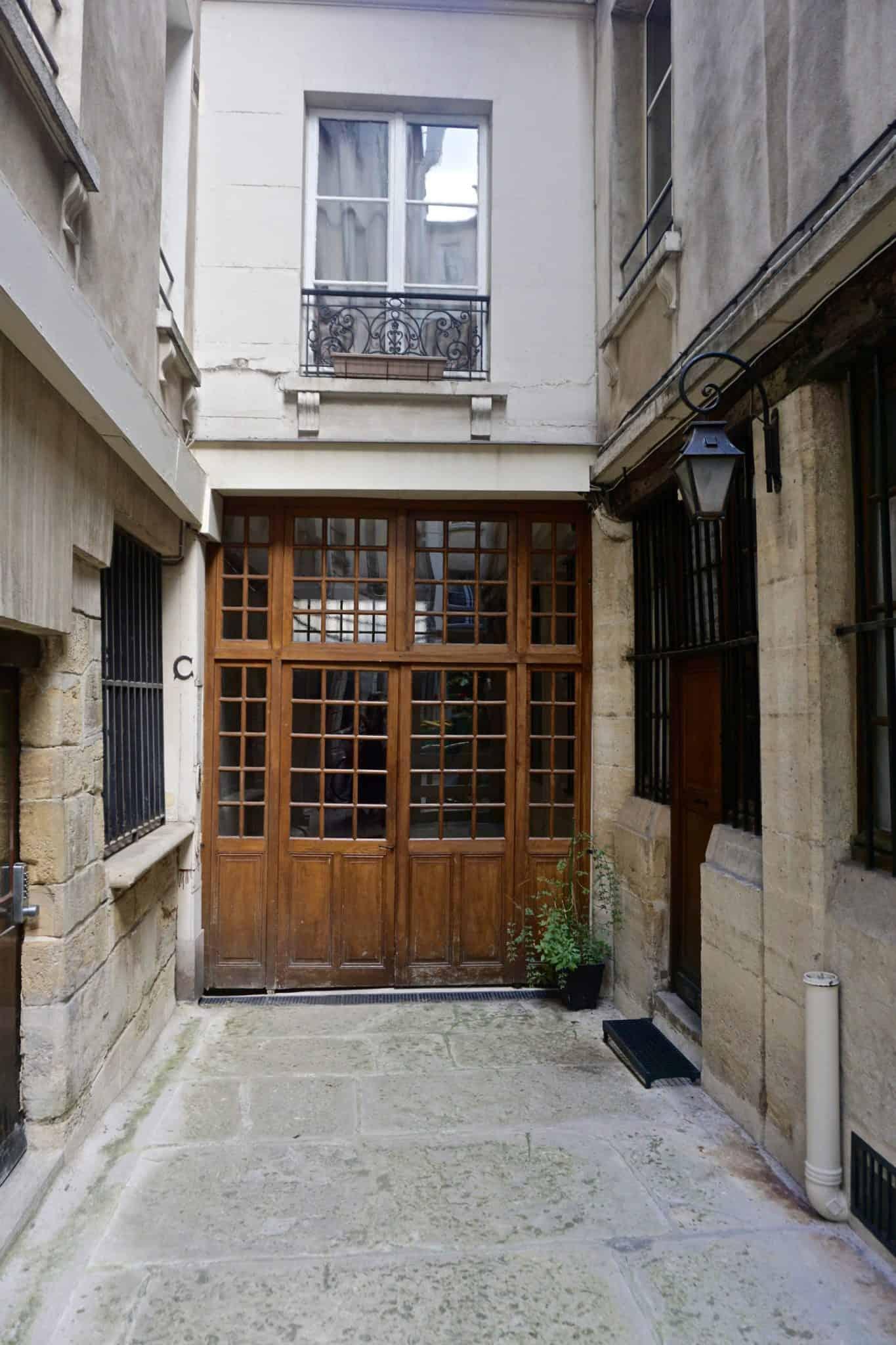 gravestone courtyard in paris
