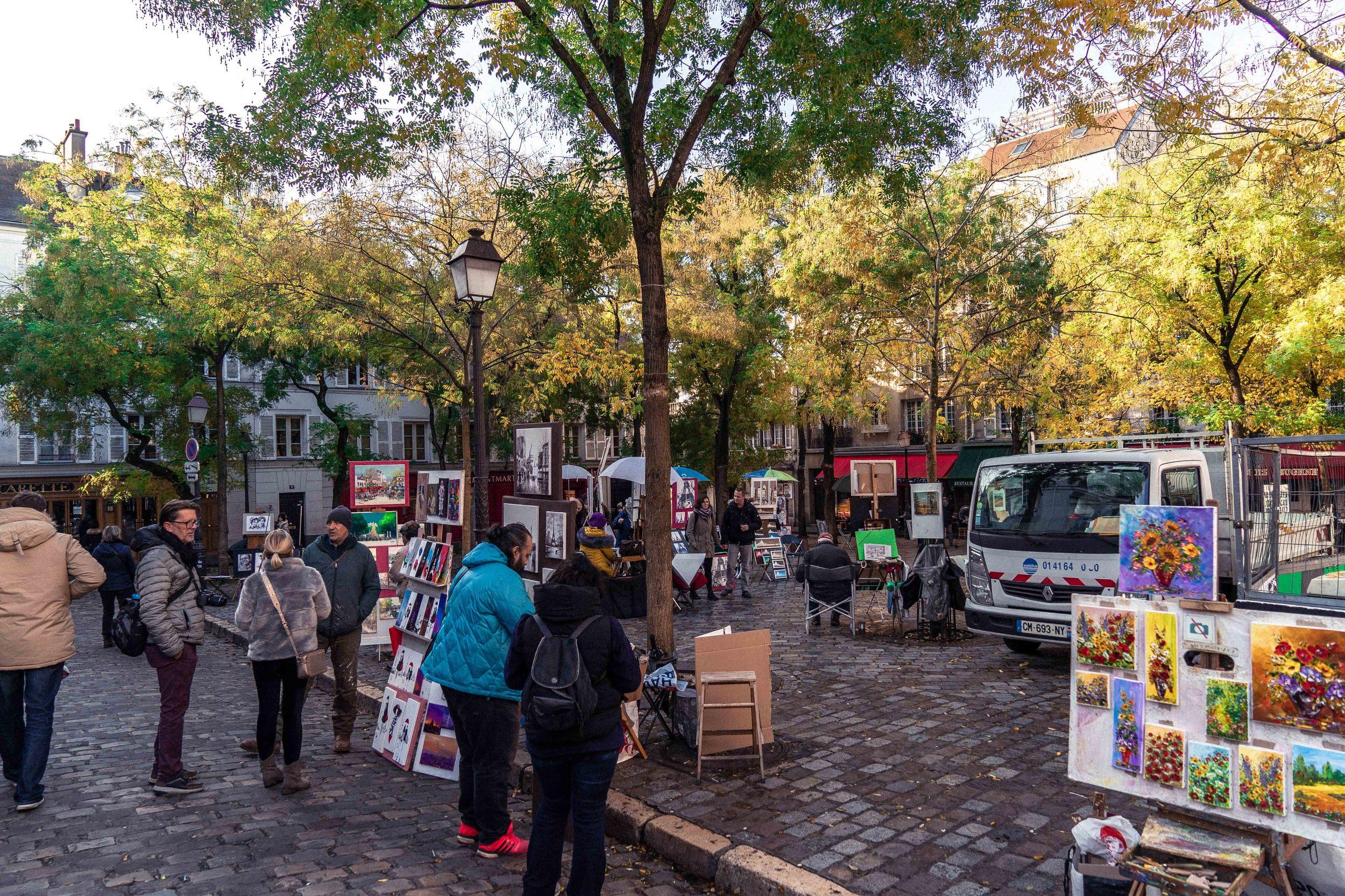 watch the artists painting en plein air in Place du Tertre, Montmartre