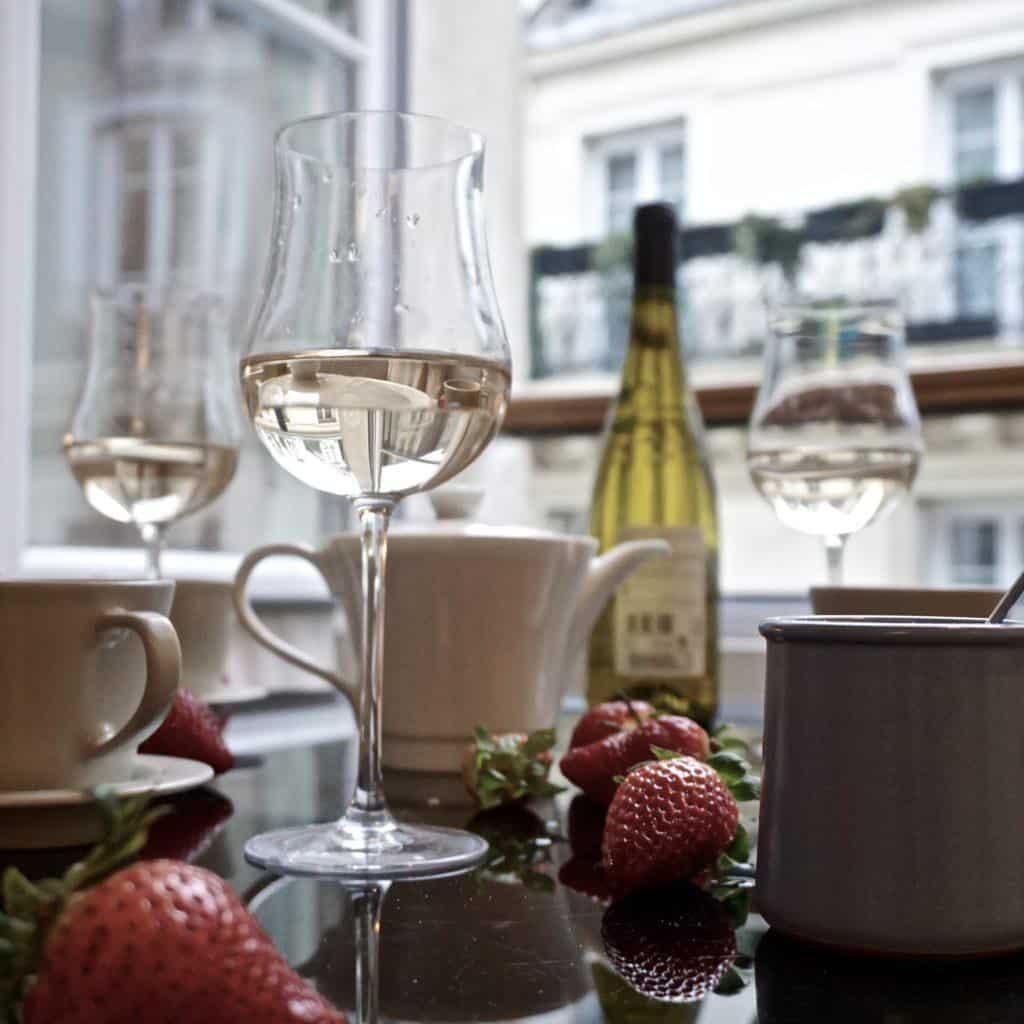parisian apartment picnic