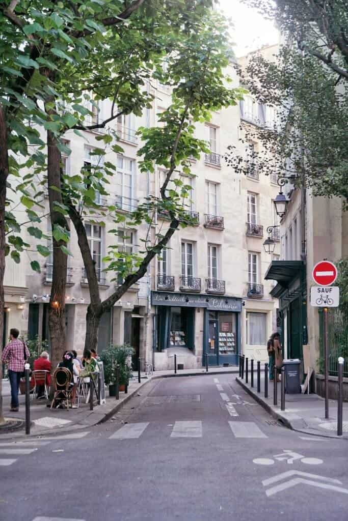 a guide to things to see and do in the latin quarter paris france