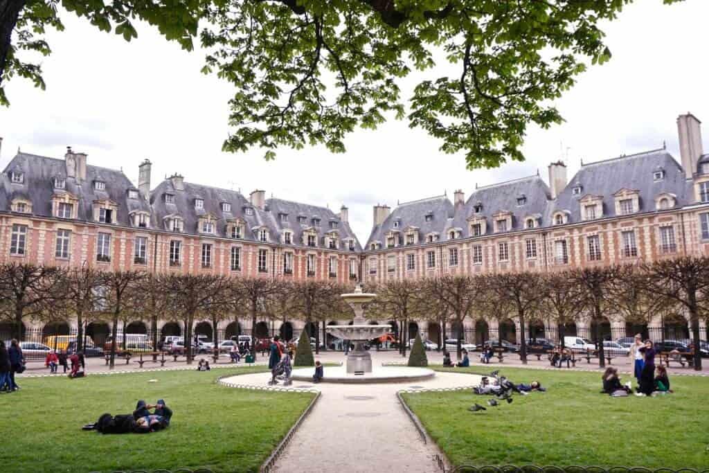 A Quick Guide to Visiting Place des Vosges, Paris, France