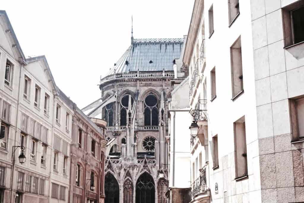 Guide to Ile de la Cite: Rue Chanoinesse