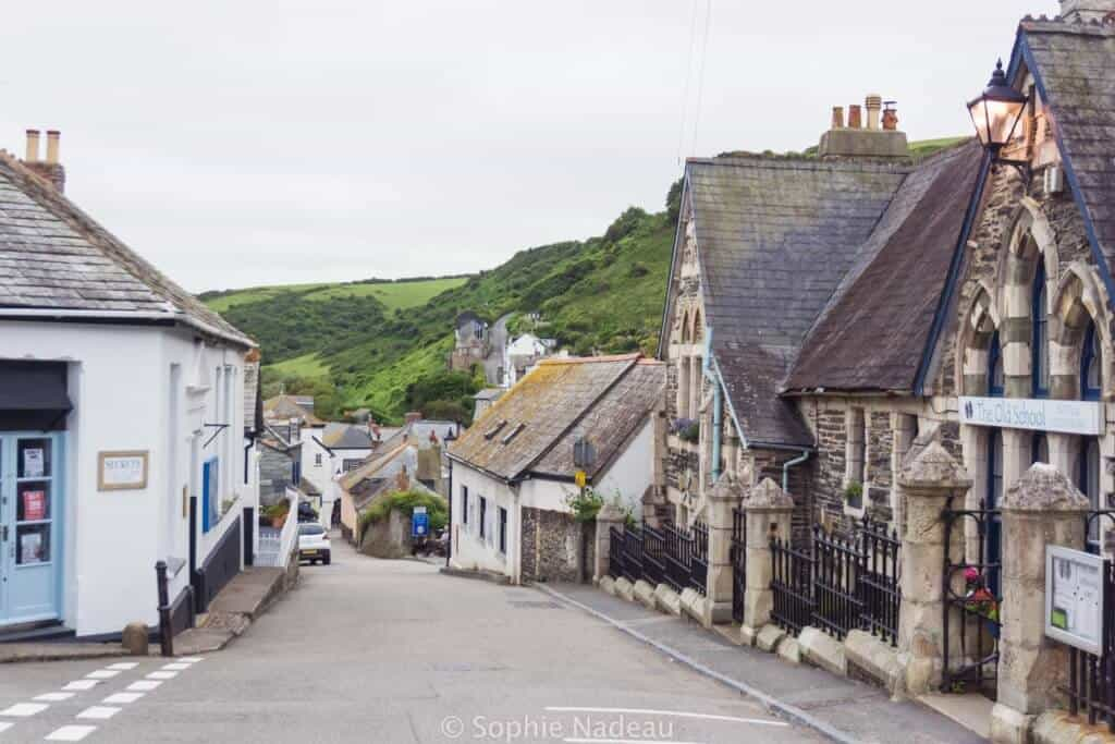 Port Isaac main street: A traditional 14th Century Fishing village in Cornwall, England
