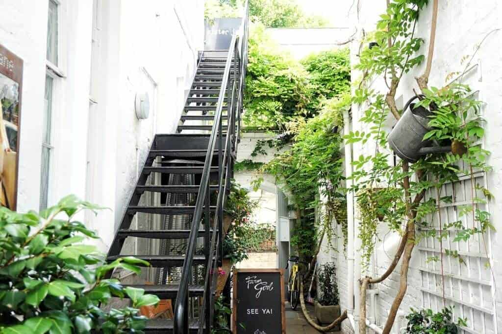 Cutest Cafés in London, England you won't want to miss: Farm Girl Café
