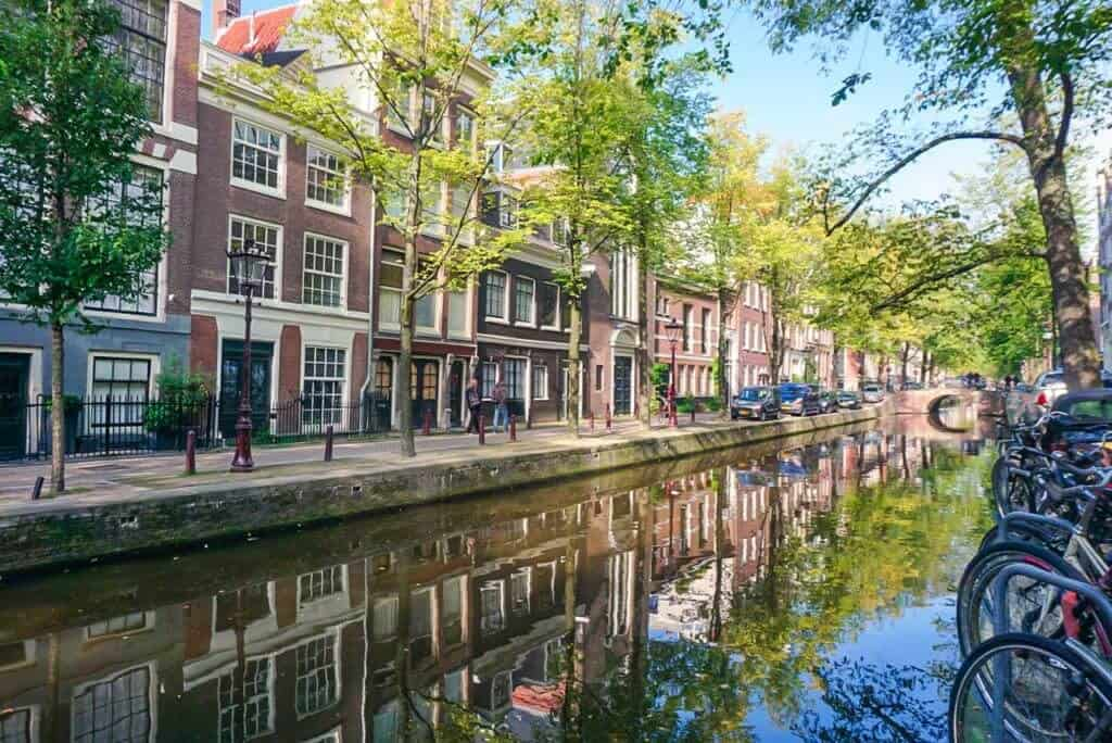 Quotes about Amsterdam, the Netherlands: beautiful old houses and amsterdam bucket list
