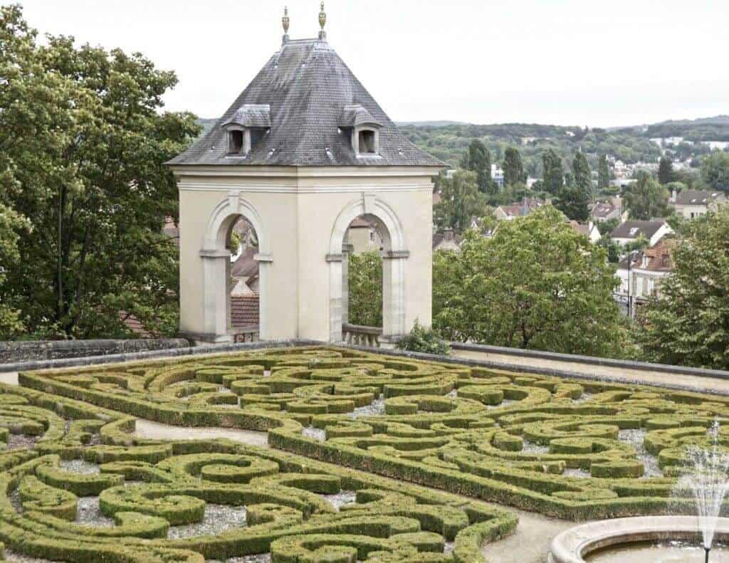 offbeat paris destinations: day trip to vincent van gogh's resting place
