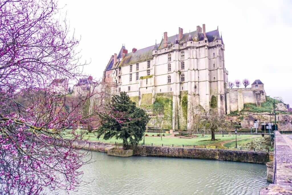 Châteaudun Guide: Things to see, medeival Fortress, 12th-Century buildings, Loire Valley, Loir River, France!