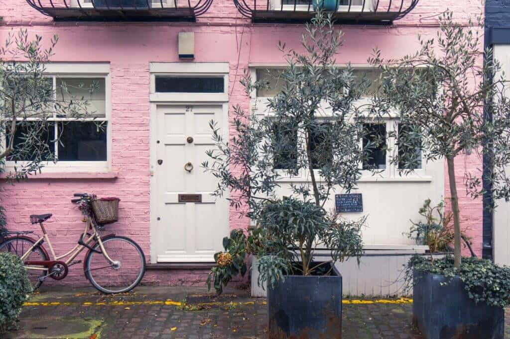 Meandering the mews streets of London: St Lukes Mews, London, England