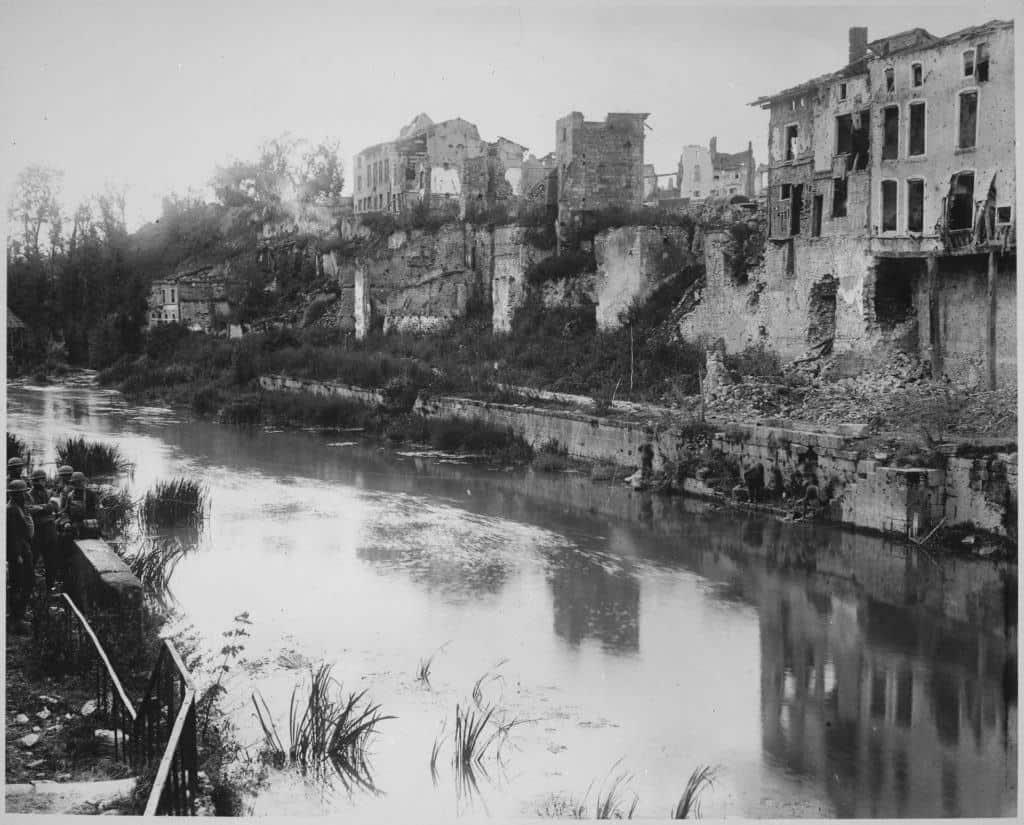 Ruins of Varenne-en-Argonne in 1918, following WWI