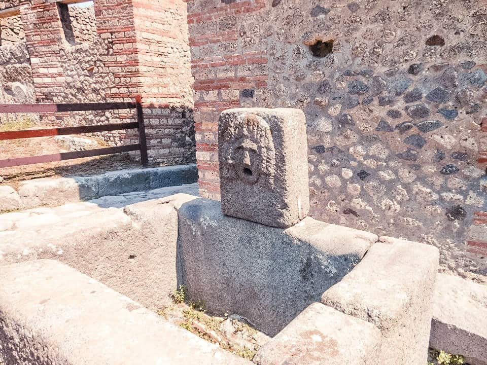 Graffiti from Pompeii, Italy: 2000 year old Graffitti found in Southern Italy, near Naples