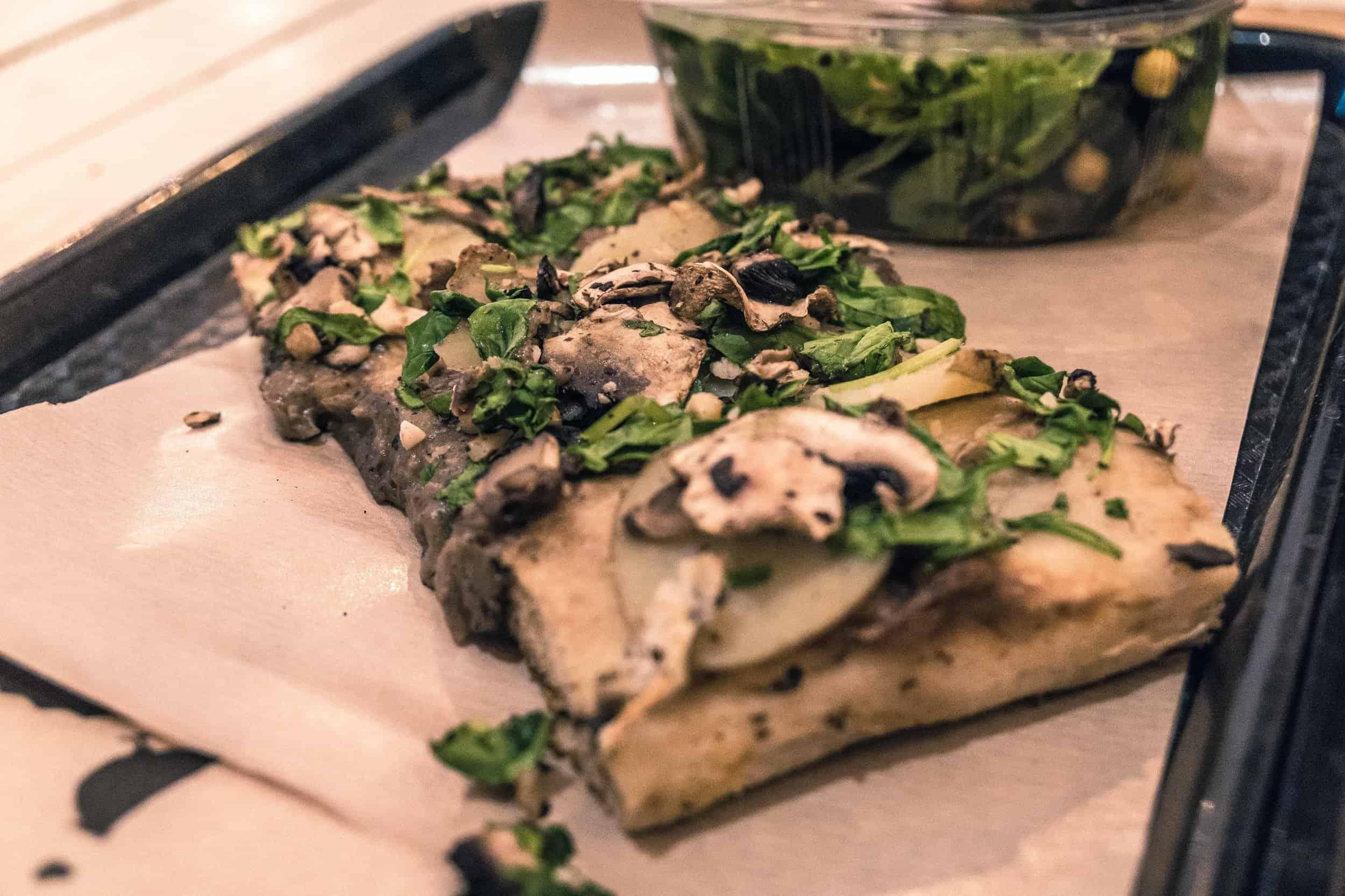 Hank Pizza: A review of Hank Vegan Pizza in Le Marais, Paris, France