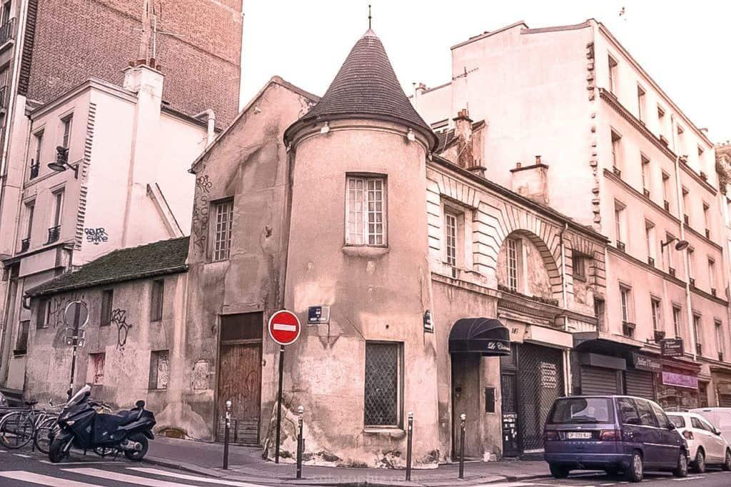Château des Lys, Montmartre, France