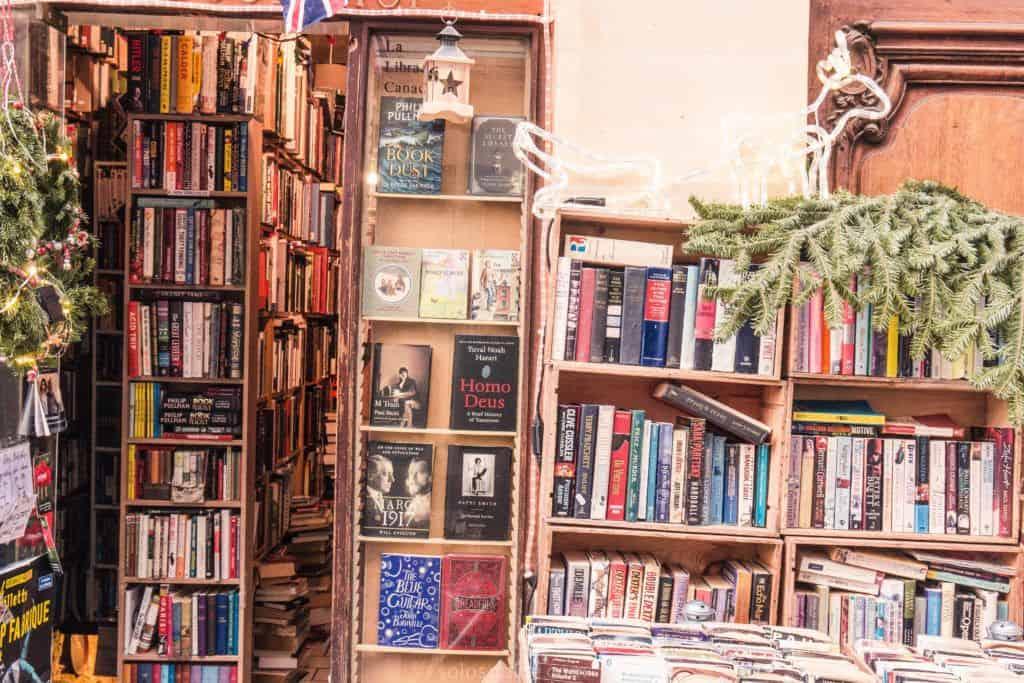 The Abbey Bookshop, Latin Quarter, Paris, France: entryway