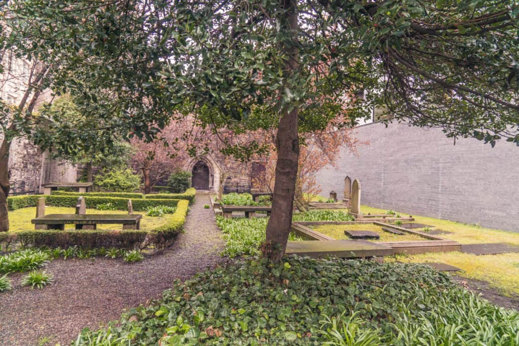 Quirky, unique, offbeat and unusual things to do in Dublin, Ireland. Here are the very best secret spots in Dublin which you won't want to miss on any trip to the Irish capital! huguenot cemetery