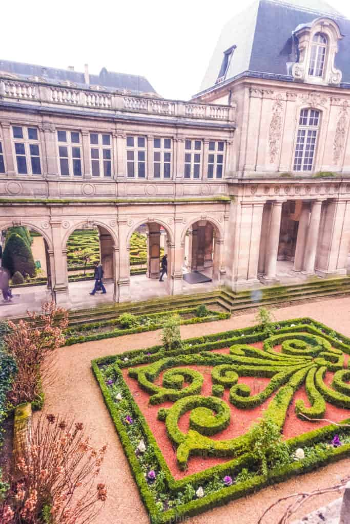 In Search of Medieval Paris: Self-Guided Le Marais Walking Tour. Your guide to the must-see places, highlights, and main attractions of the 3e and 4e arrondissements of Paris, France.