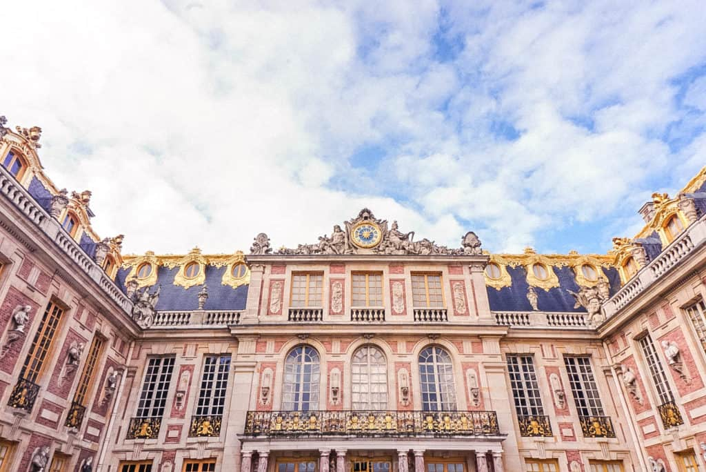 These Versailles photos prove that the palace, gardens, Petit Trianon, and Grand Trianon are totally worth the trip from Paris, France! versailles façade