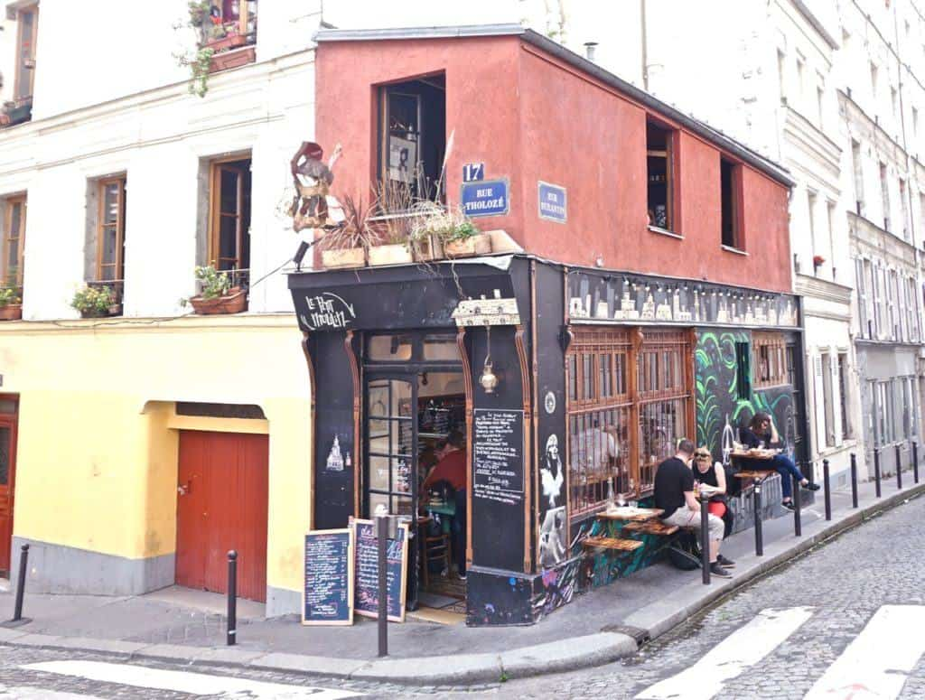 Le Petit Moulin Montmartre: A Traditional French Café & Bistro in the 18e