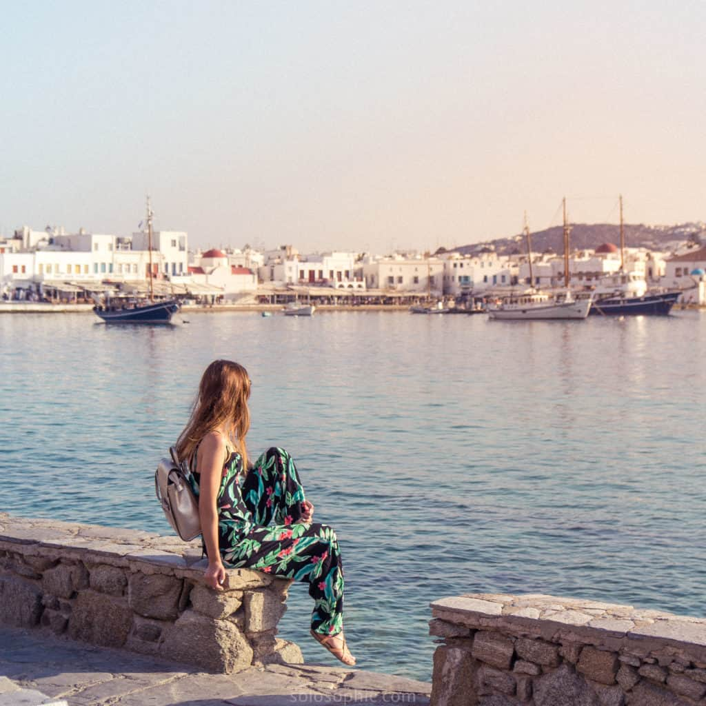 One Week Island Hopping in Greece: Travel itinerary, where to go, when to visit and how to see as many of the Cyclades Islands in Southern Europe!