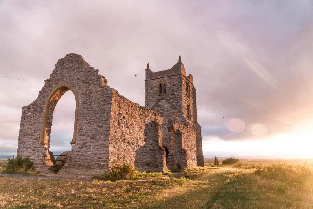 The Perfect One Day in Somerset Road Trip Itinerary. Here are the very best things to do in Somerset, South West England (Chard, Glastonhury, Burrow Mump, Clarks Village)