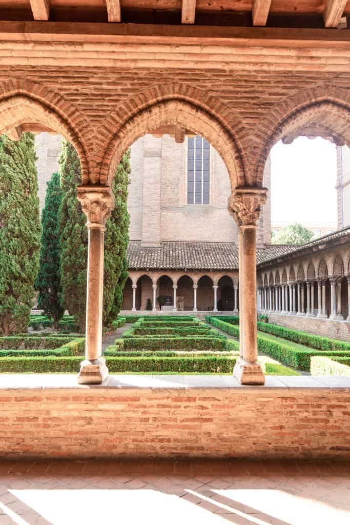 Secret Spots in Toulouse & A Complete Guide to the best of unusual, offbeat, and quirky things to do in La Ville Rose (the pink city), capital of Occitanie, Toulouse, South West France