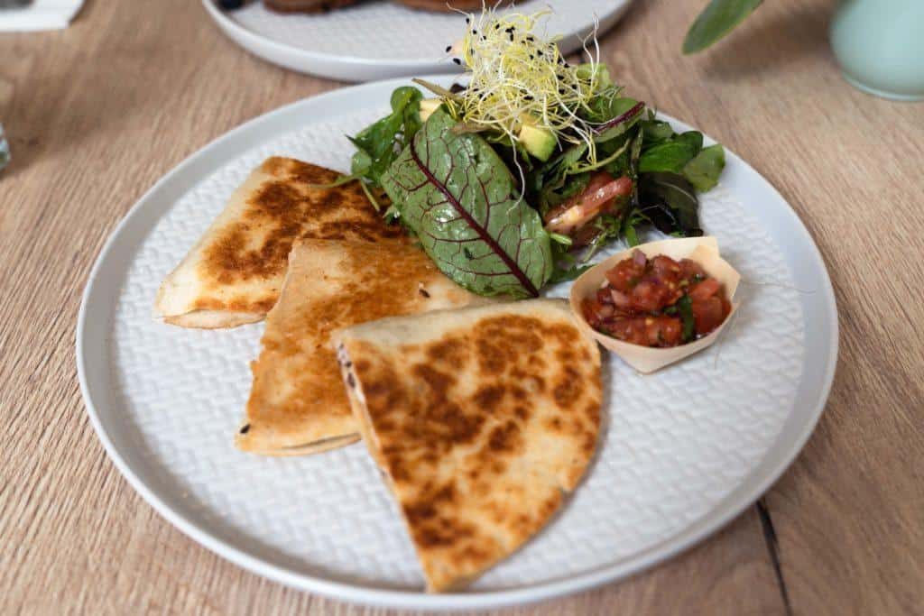 Where to eat vegan and vegetarian in The Hague, Holland, the Netherlands. Our picks of the best cuisine and restaurant to find meat-free food in The Hague.