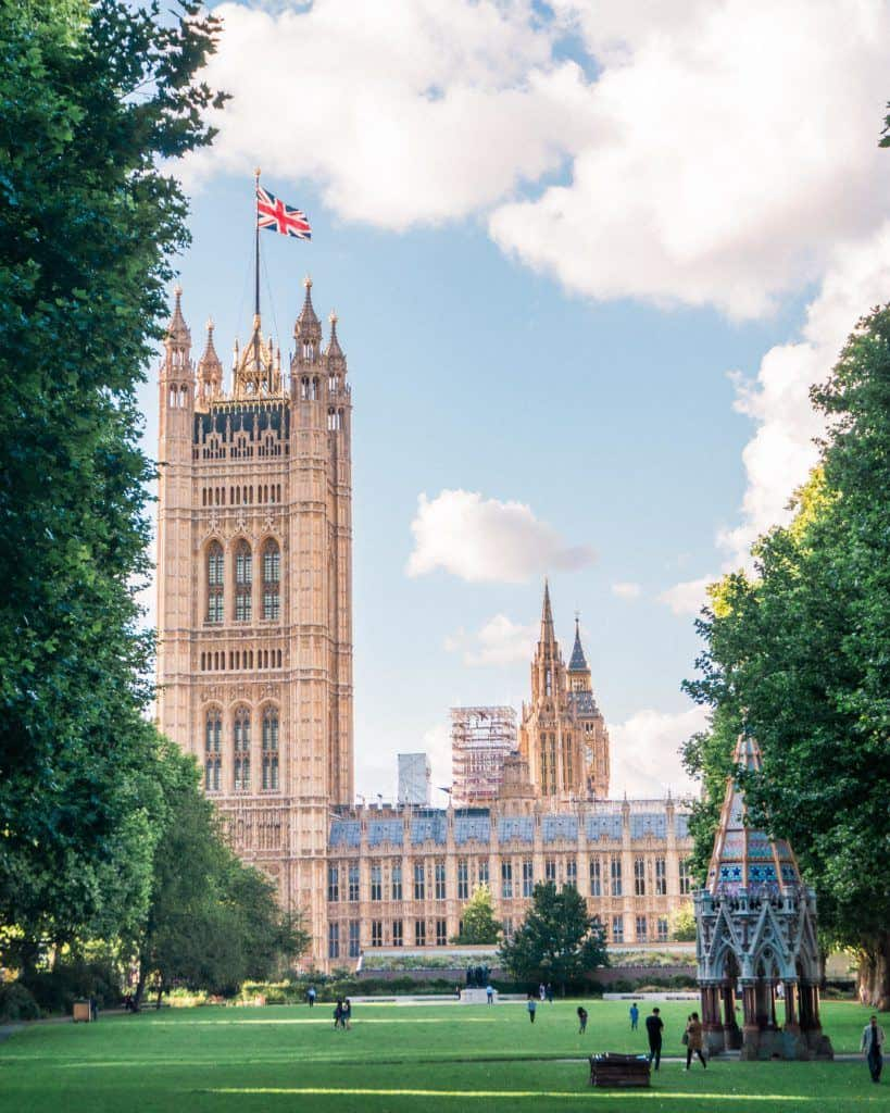 How to Experience the Best of London Like a Local! Tops tips for making your trip to the Capital of the UK, London, England a trip to remember. Where to order food, where to visit, how to visit London etc.
