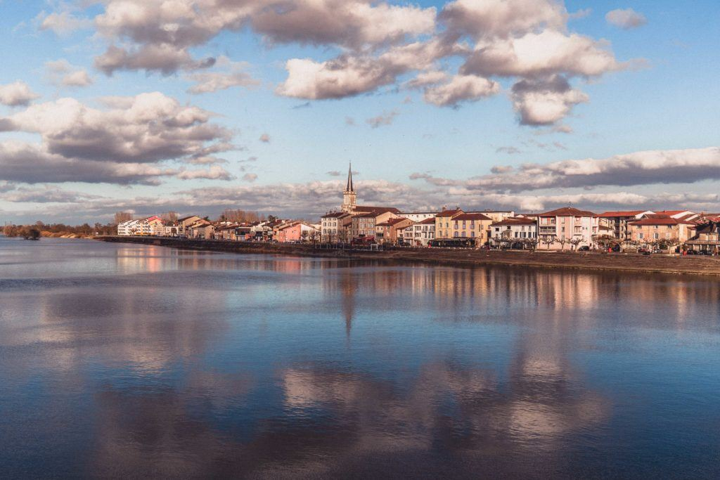 Saint-Laurent-sur-Saône Guide: Best things to do in Saint-Laurent-sur-Saône, L'Ain French village between Lyon and Dijon in Auvergne-Rhône-Alpes. Here's where to stay, best attractions, including the prettiest village along the River Saone in France