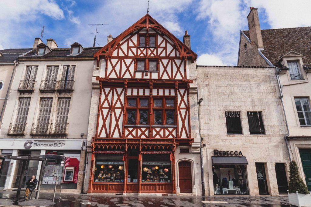 La Maison Sans Toit (the house without a roof), Place Bossuet