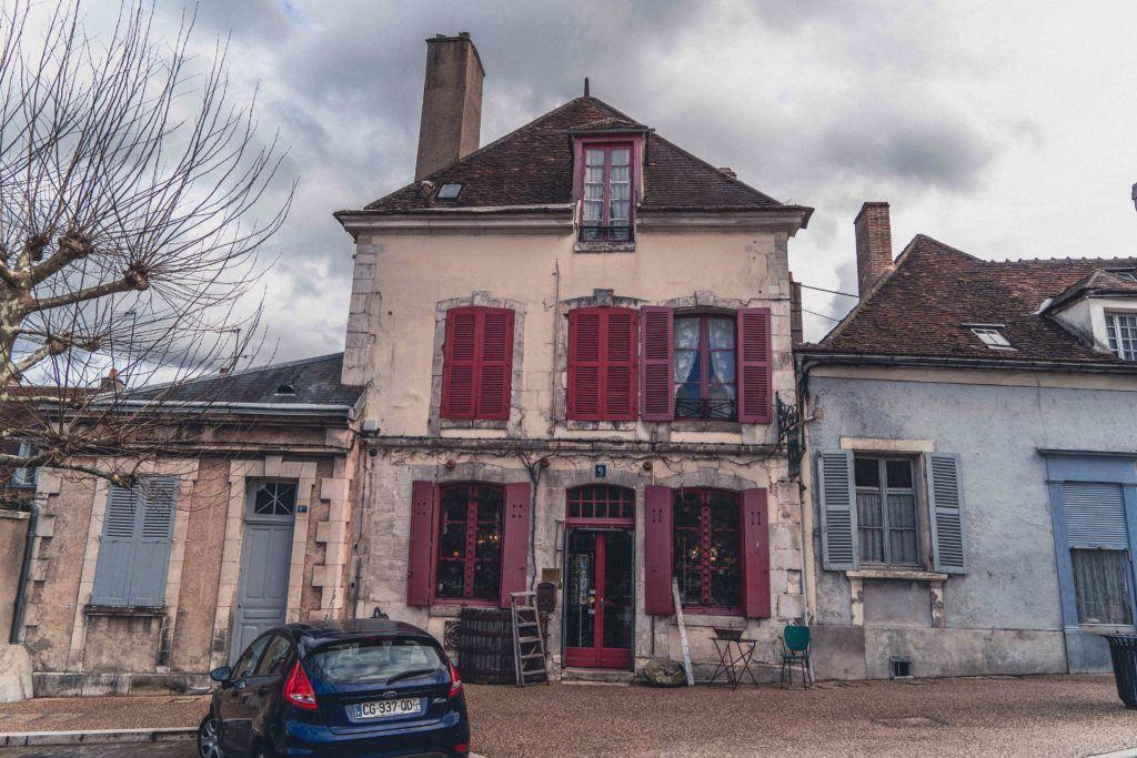 antique shop in auxerre city centre