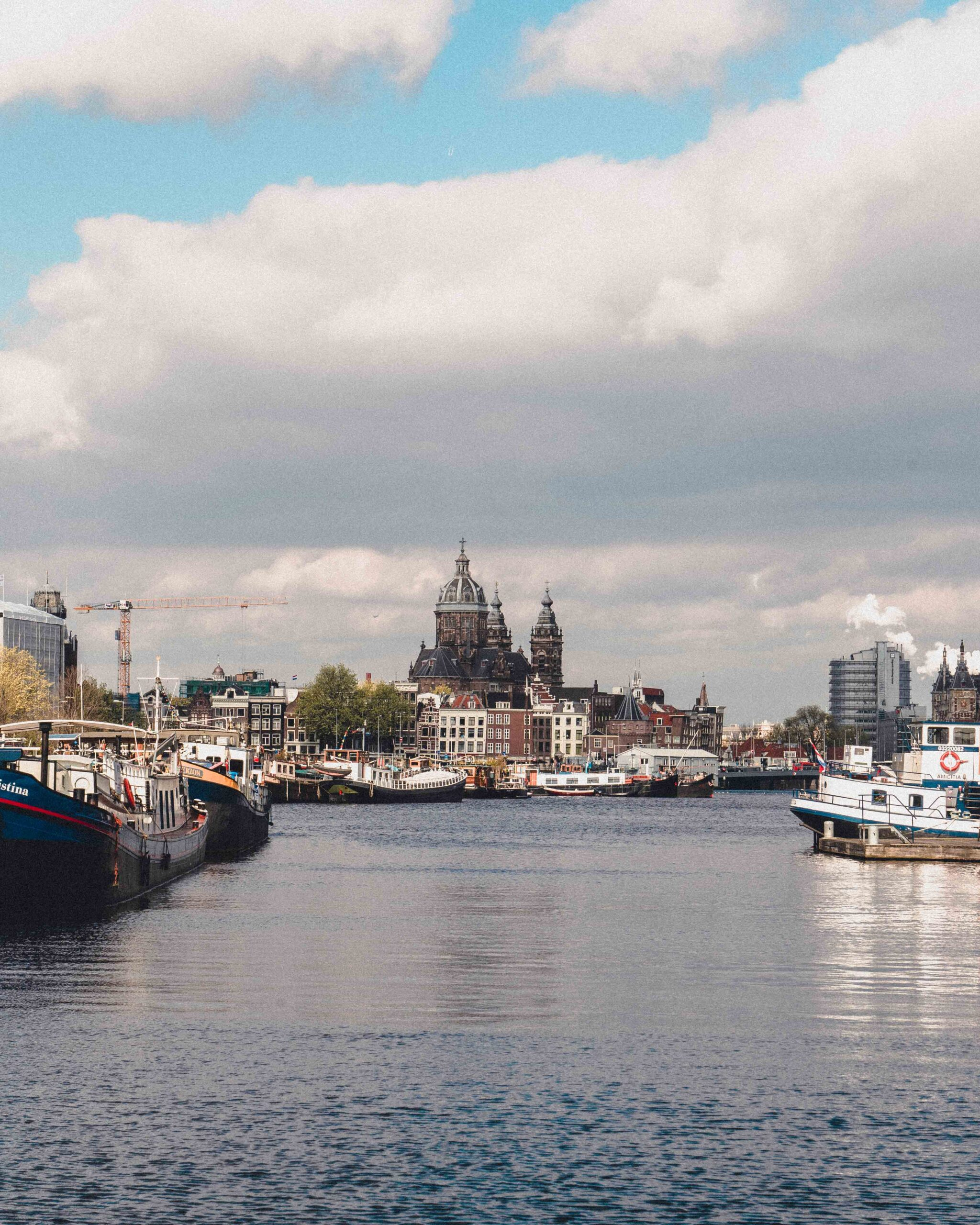 Looking for quirky, unusual, and unique accommodation in Amsterdam? Here's how you can stay on a boat in Amsterdam and experience houseboat life for yourself!