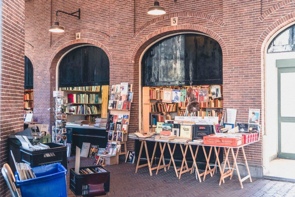 A guide to the best second hand book market in Amsterdam. Oudemanhuispoort: a secret covered passage in the heart of the Dutch capital, the Netherlands