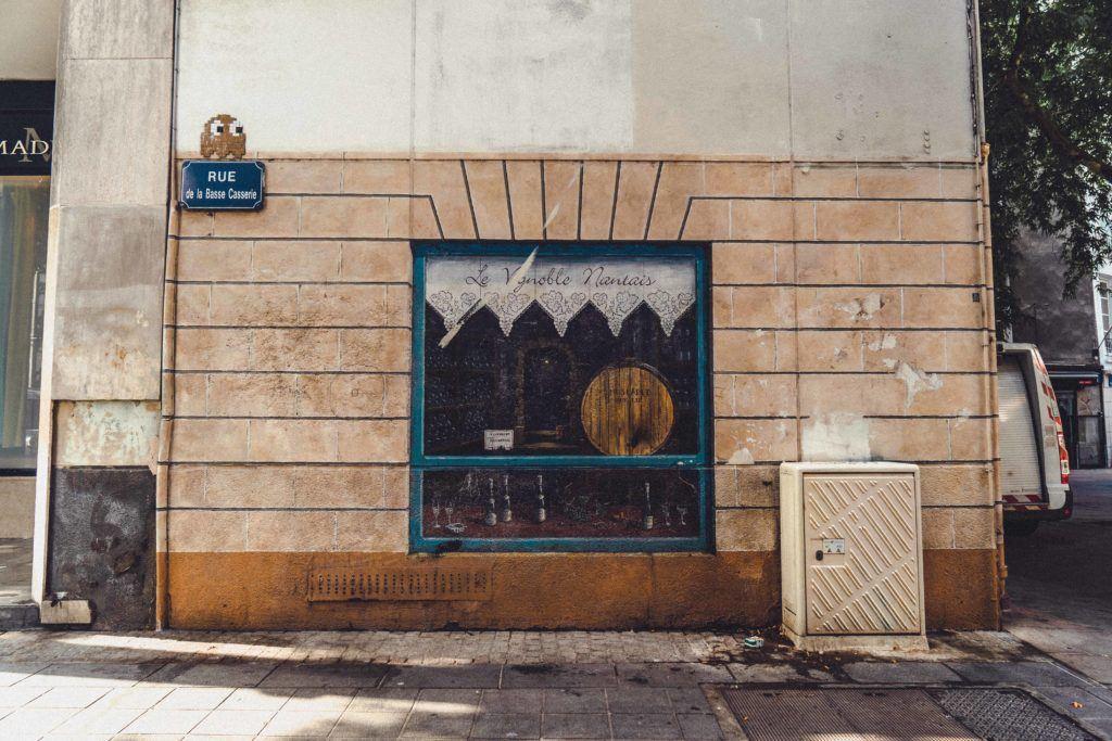 Place Ferdinand Soil murals