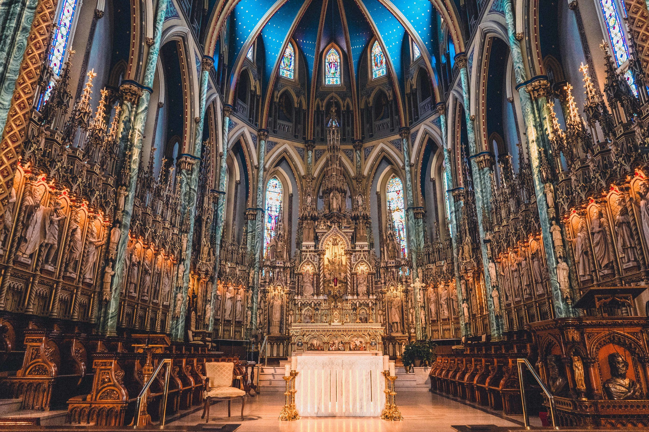 How to Visit the Notre-Dame Cathedral Basilica in Ottawa, Ontario, Canada