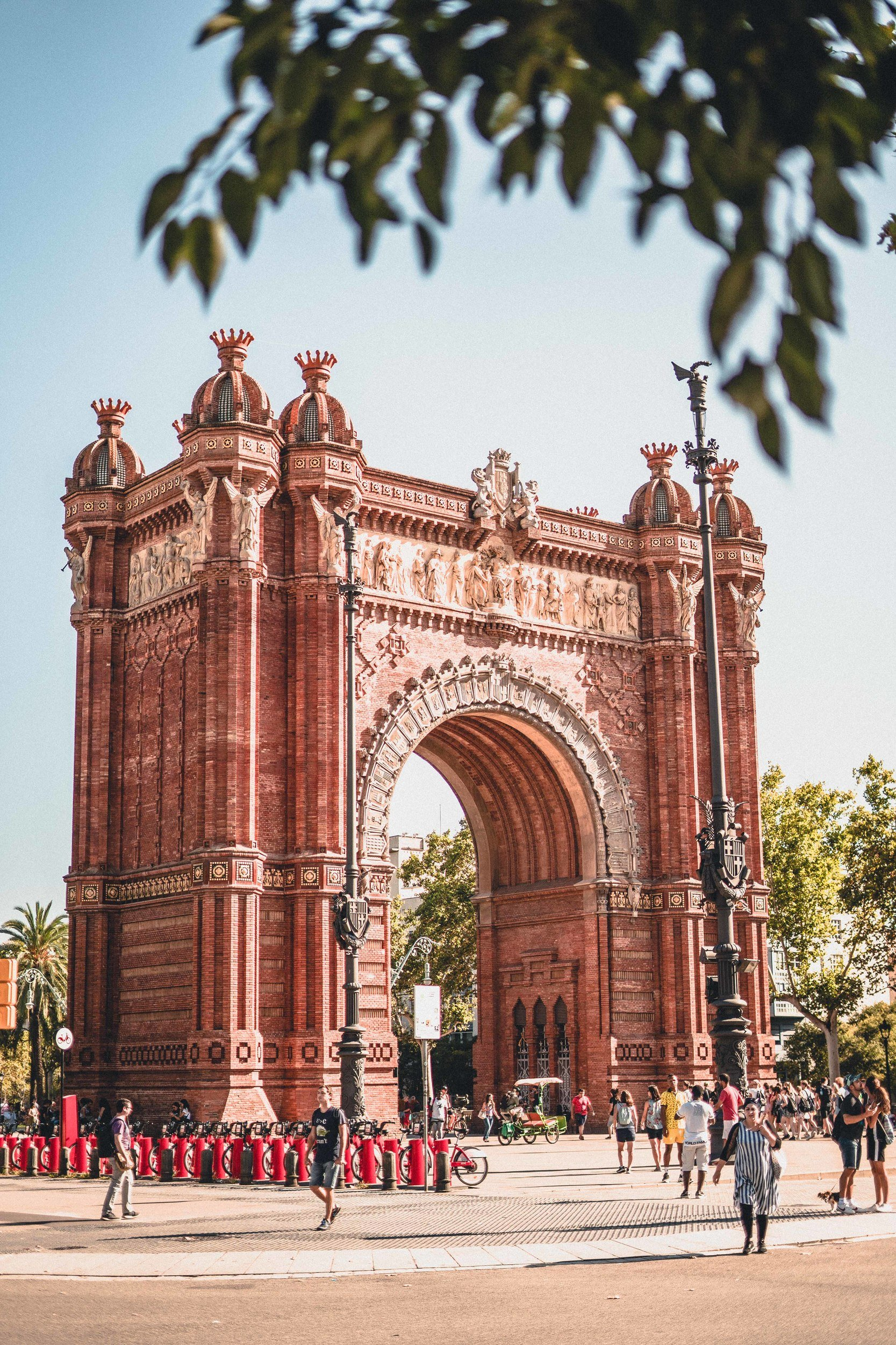 A Free & Self-Guided Barcelona Walking Tour to enjoy the best of Barcelona in one day travel itinerary and guide in Spain