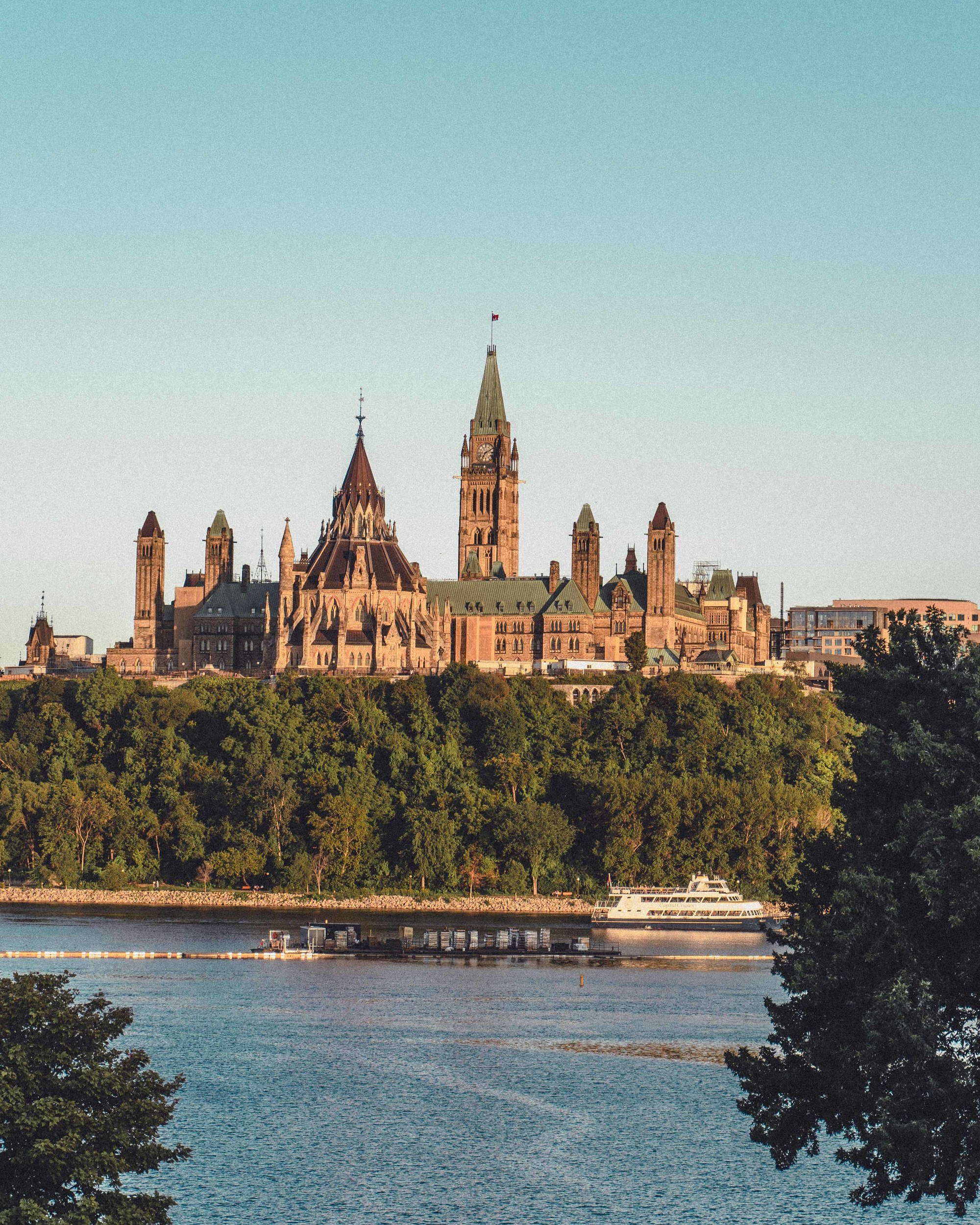 5+ Ottawa views in Ontario, Canada you'll absolutely fall in love with. Looking for the best photo locations in the Canadian capital city of Ottawa? Here's your ultimate guide to Instagrammable locations and photo spots
