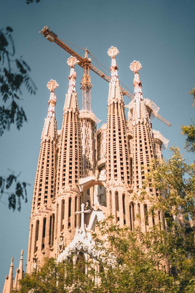 Free and self-guided Barcelona walking tour, Catalonia, Spain. Want to learn about the history of Barcelona as well as see the top Barcelona highlights and things to do? This guided walk will show you the top city things to do!