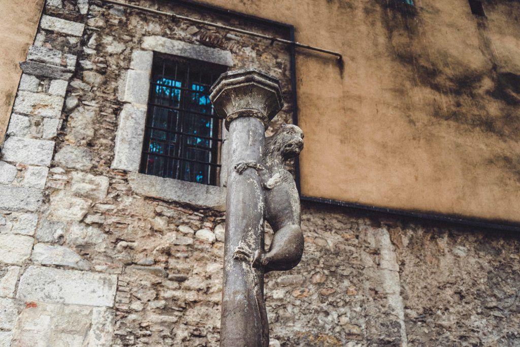 Kiss the Lion's Bottom!, Girona, Spain