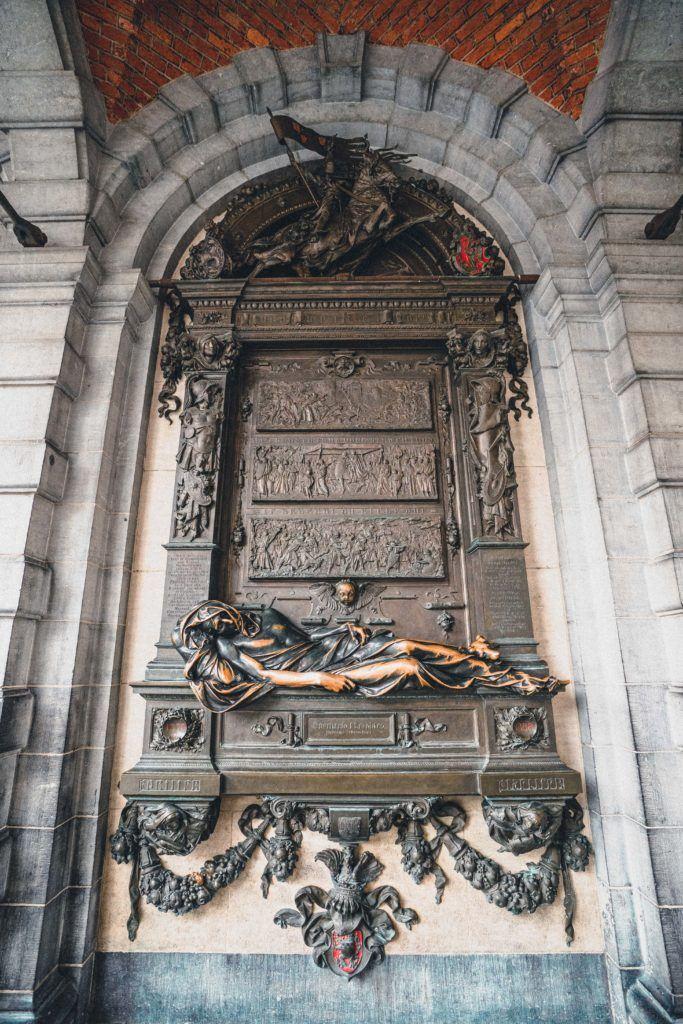 Statue of Everard t'Serclaes, Grand Place