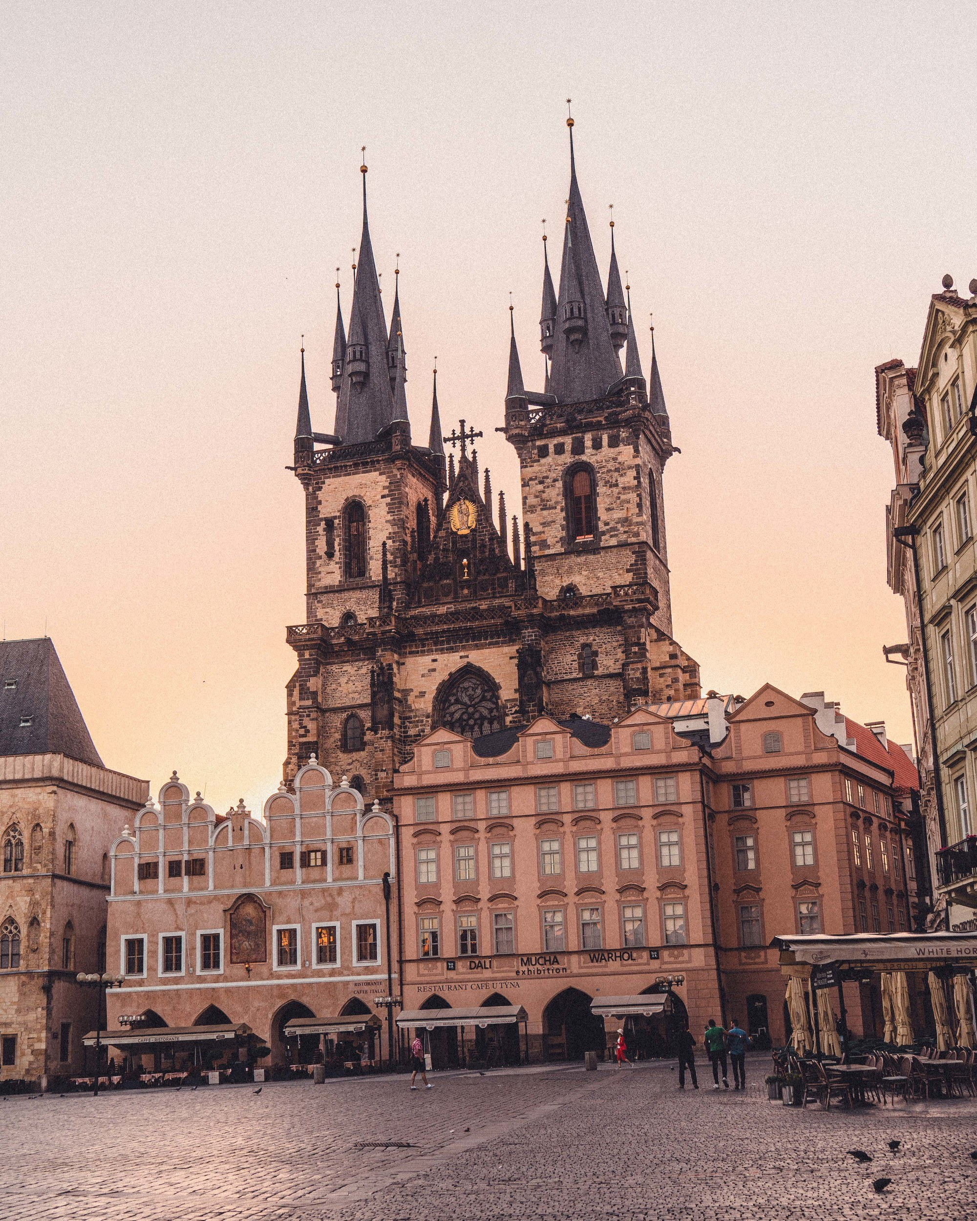 10+ Prague Travel Tips You Must Know Before Your First Visit to Czechia. A complete guide of things to do in Prague as well as Barcelona mistakes to avoid in the Czech Republic and Prague scams