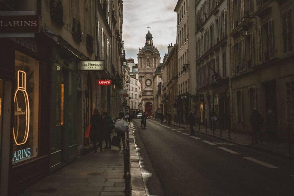 rue de sevigne paris