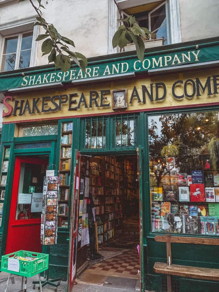 shakespeare and company facade