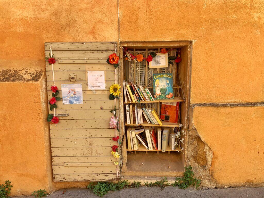 Rue Pavillon free bookshelf